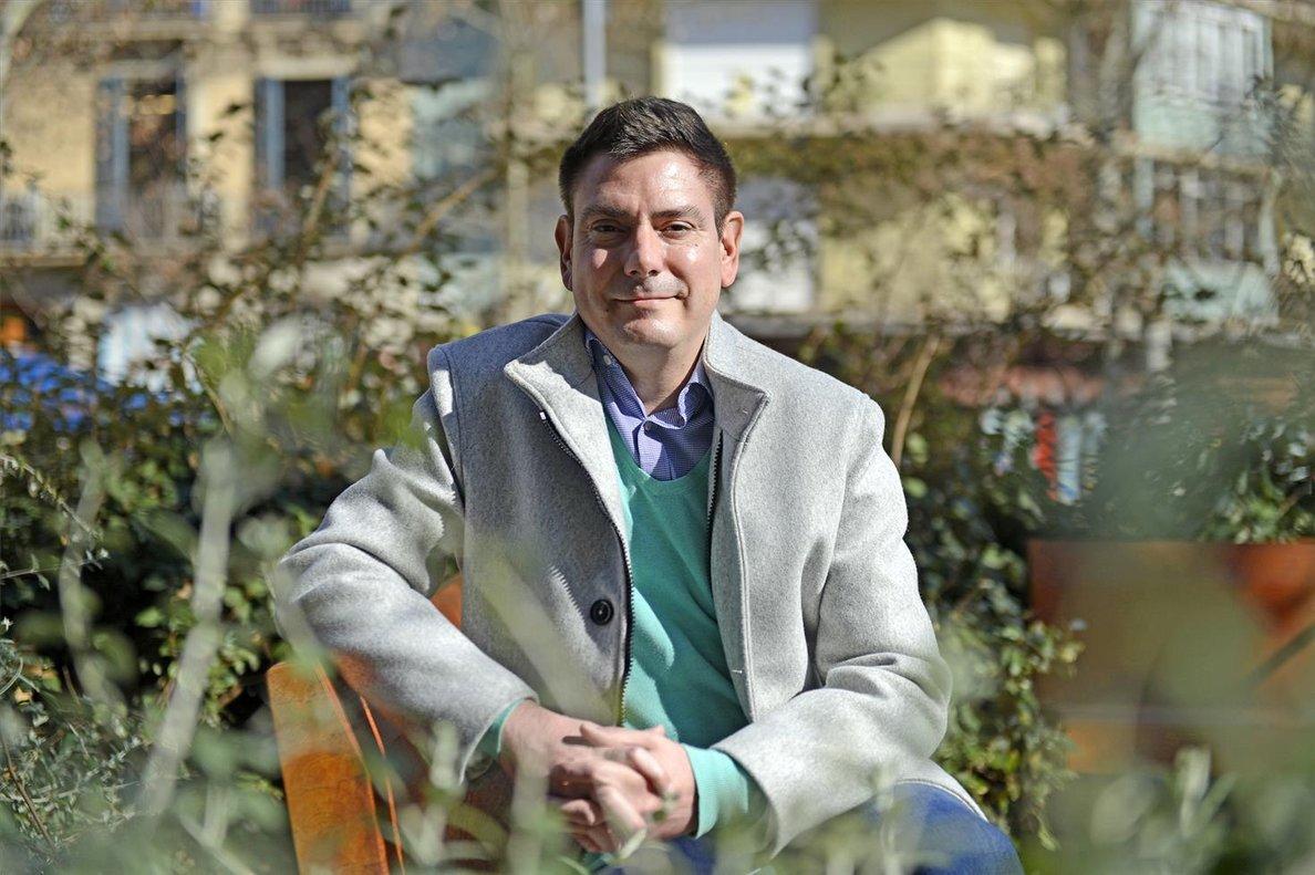 Óscar Oliver, autor de Avions i aeroports: una crónica des de dins.