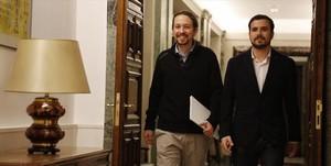 Pablo Iglesias y Alberto Garzón, el 18 de febrero en el Congreso de los Diputados.