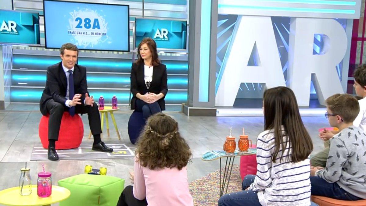 """Polémica pregunta de Pablo Casado a los niños de 'AR': """"A los chicos, ¿os gustan los coches?"""""""