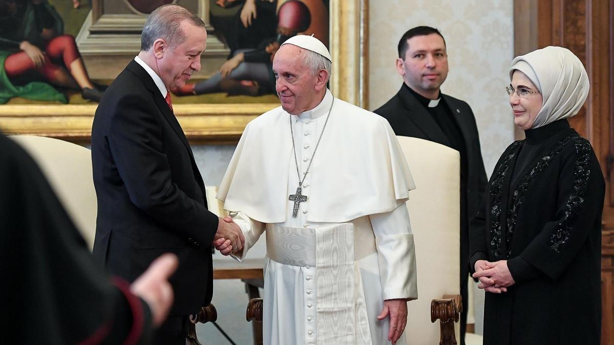 El papa Francisco y el presidente de Turquía, Recep Tayyip Erdogan, en su encuentro en el Vaticano.