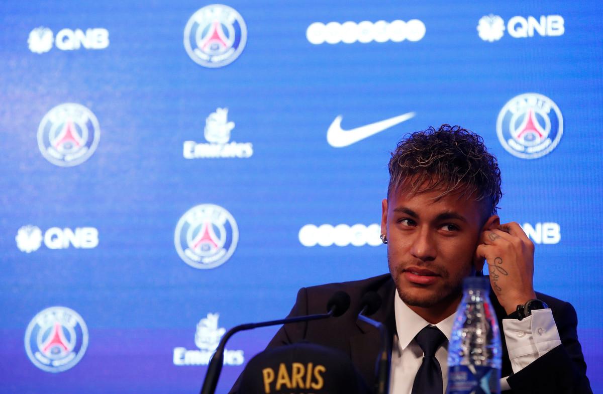 Neymar, en la conferencia de prensa en el Parque de los Príncipes de París.