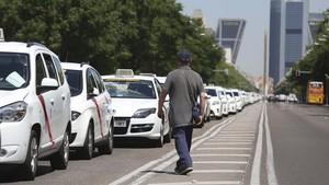 Paro de taxistas en el paseo de la Castellana, en Madrid.