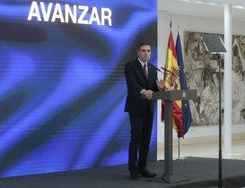 GRAF6486. MADRID, 07/10/2020.- El presidente del Gobierno, Pedro Sánchez, presenta el Plan de Recuperación, Transformación y Resiliencia de la Economía Española en un acto telemático con todo el Ejecutivo, patronal y sindicatos, así como los embajadores de los 27 países miembros de la UE hoy en el Palacio de la Moncloa. EFE/ Jose Maria Cuadrado Jimenez /MONCLOA/SOLO USO EDITORIAL/NO VENTAS