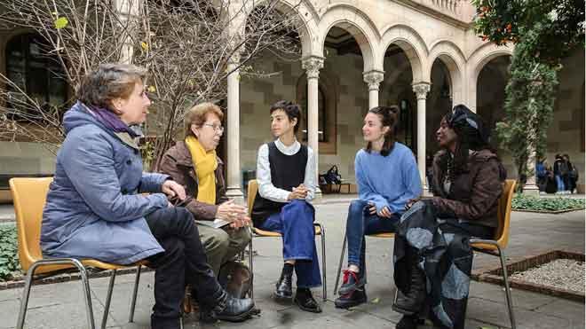 Reunión de las pioneras de la Barcelona feminista y feministas jovénes.