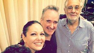 Plácido Domingo con sus compañeros de reparto de 'Luisa Miller' en Salzburgo.