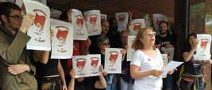 Protesta de Arran ante la sede de Societat CivilCatalana.