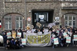 Protesta de los vecinos del edificio de Berlín víctimas de acoso inmobiliario.