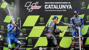 Quartararo, Mir y Rins celebran el podio del GP de Catalunya de MotoGP