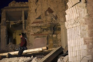 . Norcia (Italy), 05/11/2016.- Firemen work to recover historical objects from Basilica di San Benedetto collapsed after an earthquake in Norcia, Italy, 05 November 2016. Aftershocks continue to keep people on edge in the areas of central Italy devastated by a series of recent earthquakes, including 30 October 6.5-magnitude quake near Norcia. (Terremoto/sismo, Italia) EFE/EPA/PIETRO CROCCHIONI