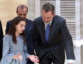 El rei presideix un minut de silenci per l'11-M amb nens de tot Espanya