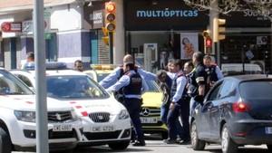 Mossos d'Esquadra se llevan a un atracador de una sucursal bancaria en Girona