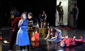 Una escena de la ópera de cámara Satyricon, de Bruno Maderna, en una nueva producción estrenada en el Festival de Pascua de Salzburgo.
