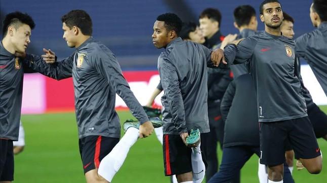 Robinho y Alan (7), dos de las principales figuras del Guangzhou de China.