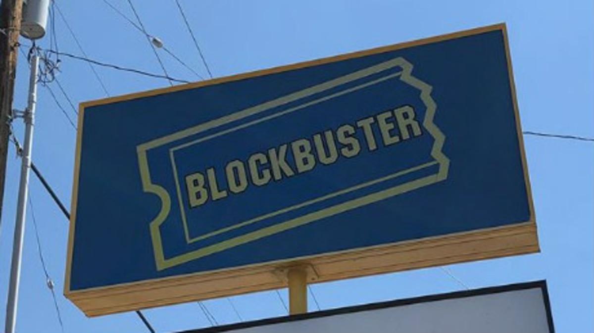 Un rótulo con el logo clásico de la cadena Blockbuster