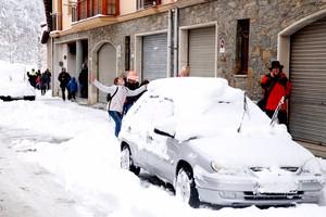 La nieve presente en todas las calles de Camprodon.
