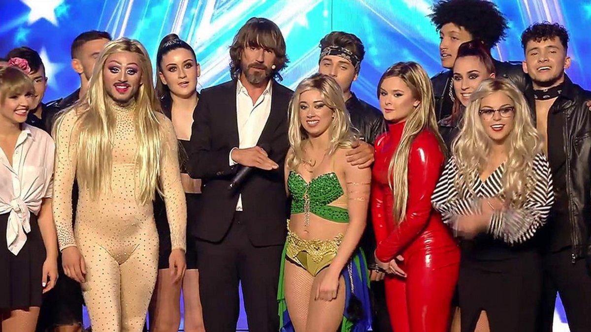 Santi Millan con QDS Megacrew en la semifinal de 'Got Talent'.