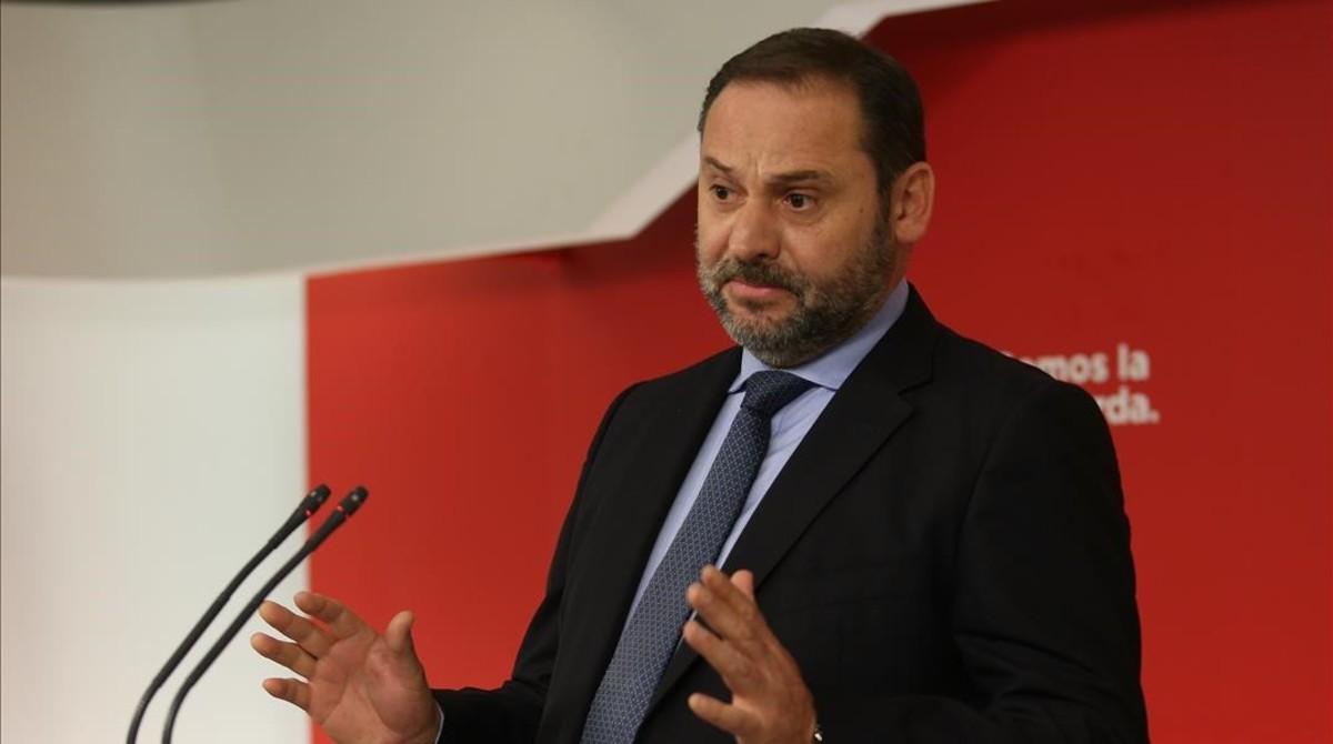 El secretario de organización del PSOE, José Luis Ábalos, en rueda de prensa.