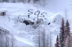 La señal de SOS del joven superviviente.