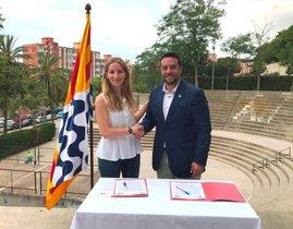 El alcalde de Badalona, Álex Pastor, y la líder de los 'comuns', Aïda Llauradó, llegan a un acuerdo para gobernar la ciudad.