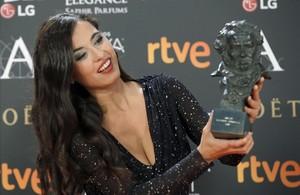 Sílvia Pérez Cruz, con el Goya a la Mejor canción original, en la película Cerca de tu casa.