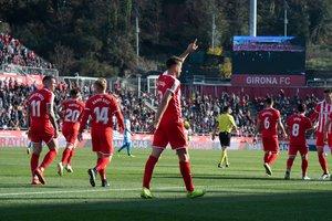 Stuani saluda al público de Montilivi, en la victoria contra el Lugo.