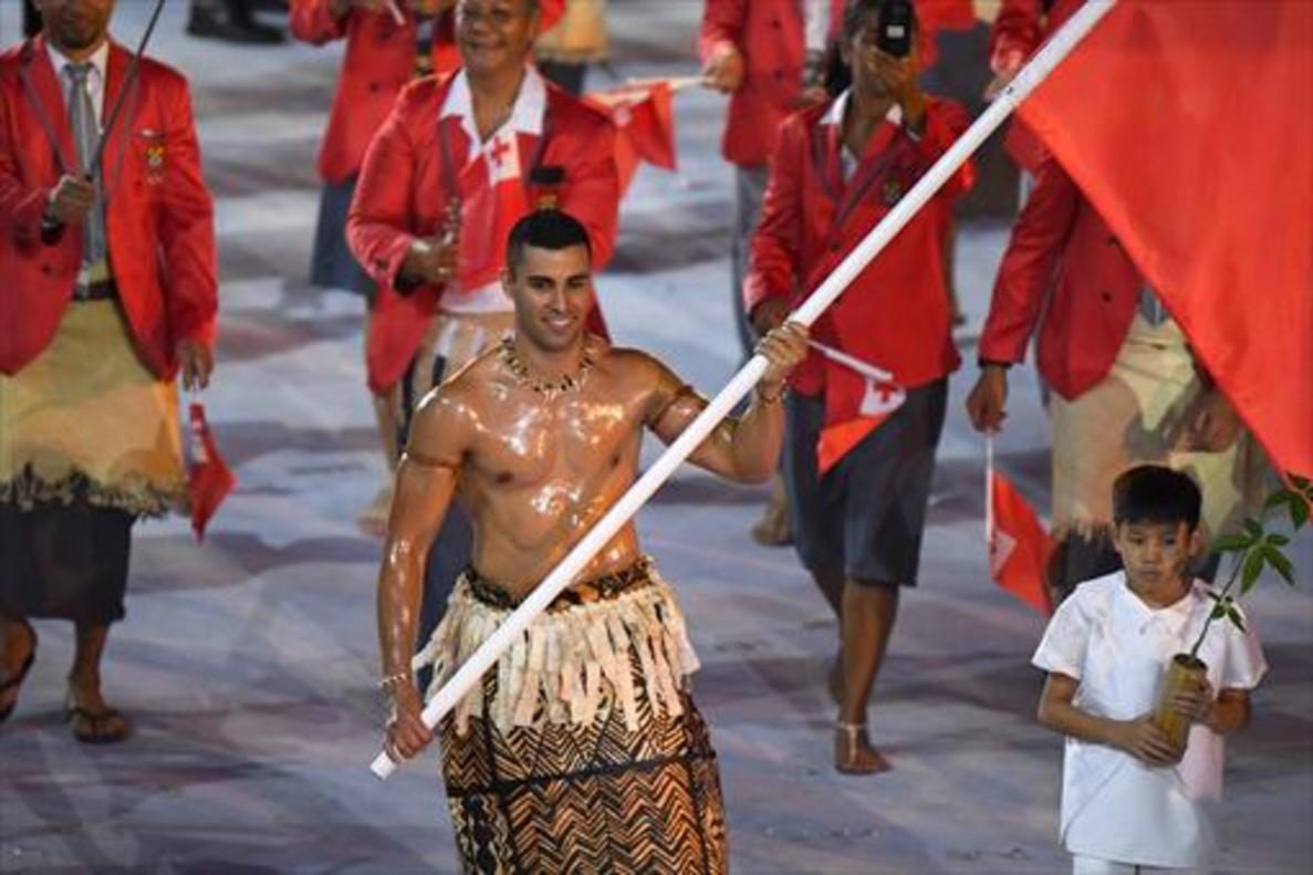Taukatofua, el abanderado de Tonga, arrasó entre el público femenino.
