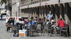 Terraza llena de clientes, en un restaurante de A Coruña.