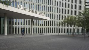 Una imagen de la fachada de la Ciutat de la Justicia.