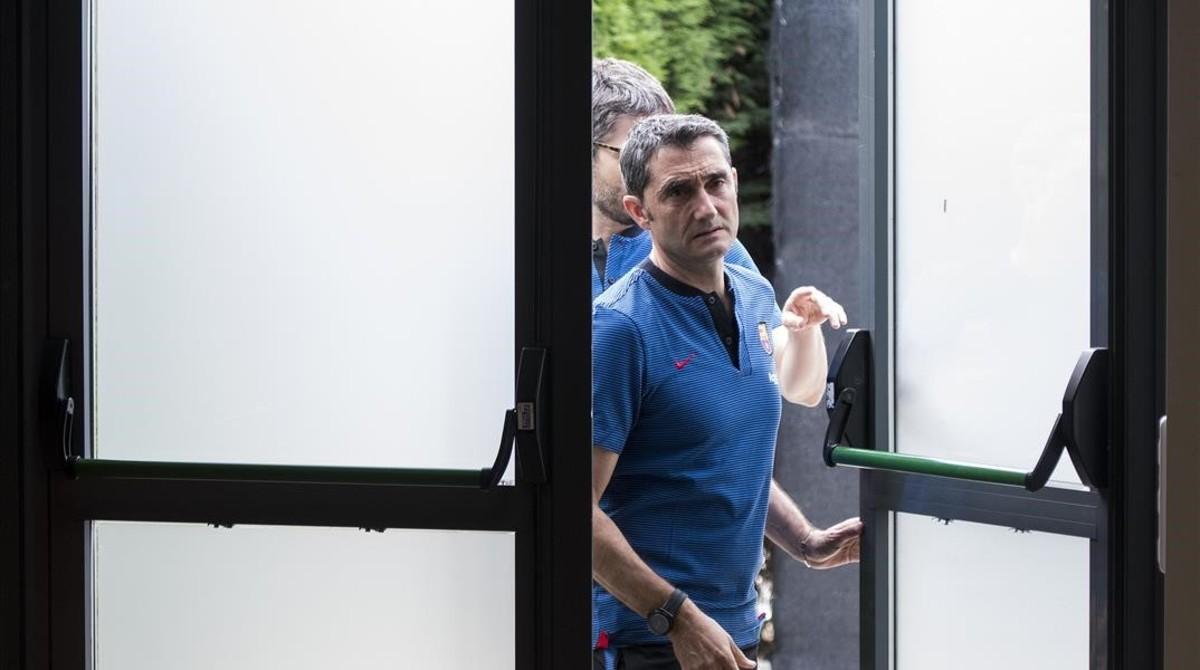 Valverde, antes de comparecer ante los medios en Barcelona.