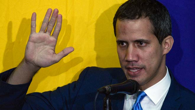 Guaidó és reelegit en una sessió paral·lela del Parlament