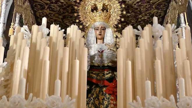 La Virgen del Baratillo de Sevilla luce el fajín de Franco para salir en procesión.