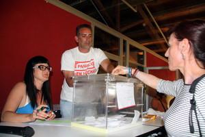 Votación de los trabajadores de Panrico en una asamblea el pasado 24 de mayo.