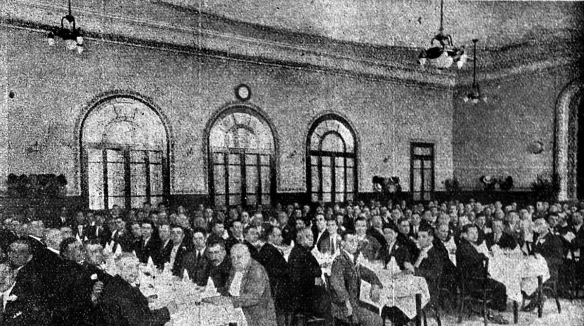 Banquete inaugural del edificio de la Lleialtat Santsenca, en 1928.