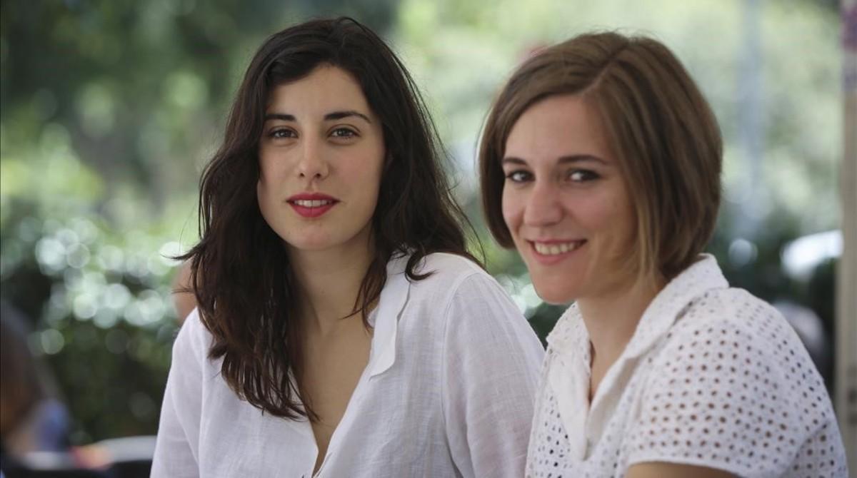 Elena Martín (izquierda) y Carla Simón, en Barcelona.