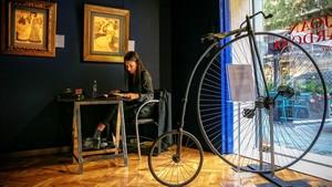 Detalle de la exposición dedicada a recuperar la figura deJoan Cardona, en la galería Gothsland.