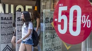 El comerç confia en les rebaixes d'estiu per remuntar les vendes