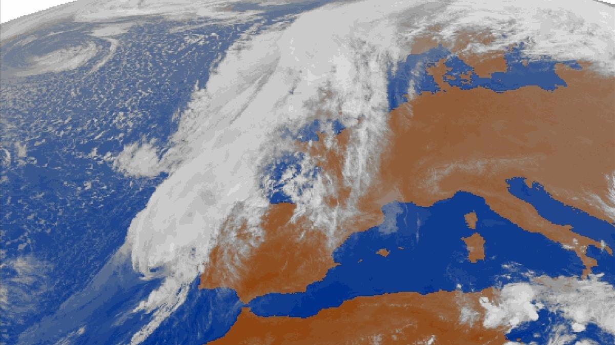 Imagen de satélite de Leslie el domingo por la tarde.