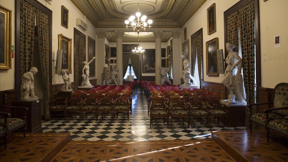 La sala de actos de la Reial Acadèmia de Belles Arts Sant Jordi.