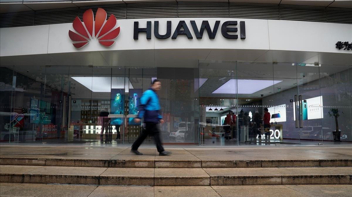 Logo de Huawei en Shanghái.