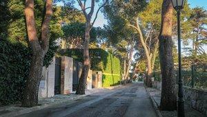 Entrada a las Villas de Artyakov en la urbanización de SAgaró.