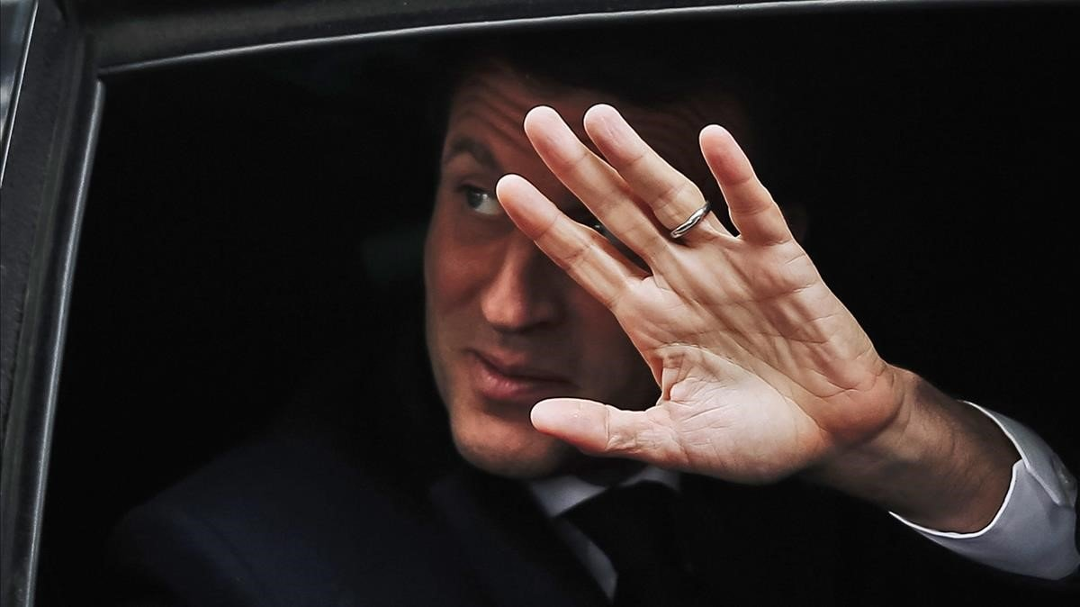 Macron i Le Pen precipiten la desfeta dels partits tradicionals