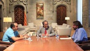 Quim Torra reunido con el secretari general de CCOO de Catalunya,Javier Pacheco, y el de UGT, Camil Ros, en el Palau de la Generalitat.
