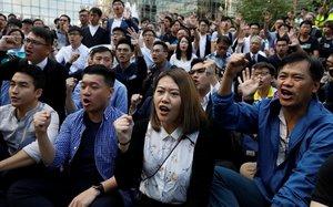 Hong Kong redobla la pressió sobre Pequín