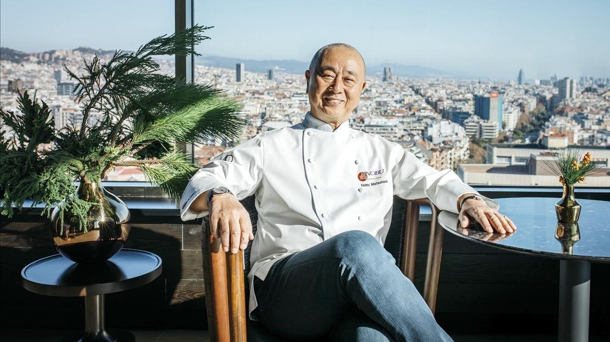 Nobu, con la ciudad detrás, durante la visita a Barcelona en el mes de diciembre.