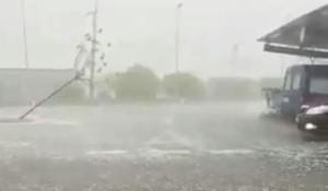 Captura de un vídeo que muestra el temporal en Sant Carles de la Ràpita.
