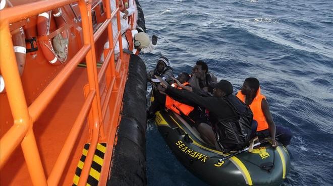Marruecos detiene a tres españoles acusados de tráfico de migrantes