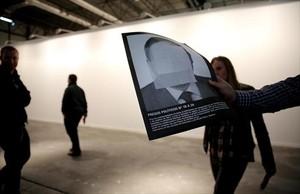 ARCO El muro blanco de la galería Helga del que <br/>se retiró una obra sobre presos políticos, ayer.
