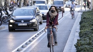zentauroepp37568991 barcelona 06 03 2017 contaminaci n en barcelona ciclista cir180312102647