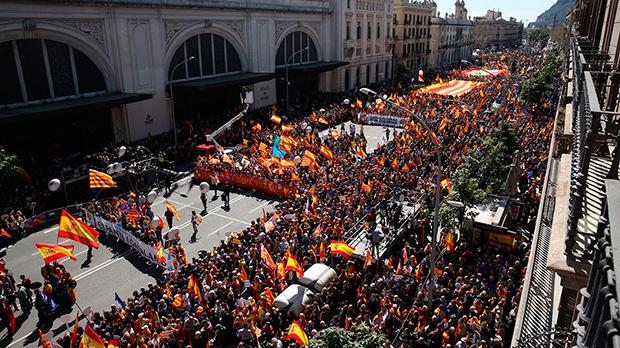 Multitudinària manifestació en contra del bloqueig institucional a Catalunya