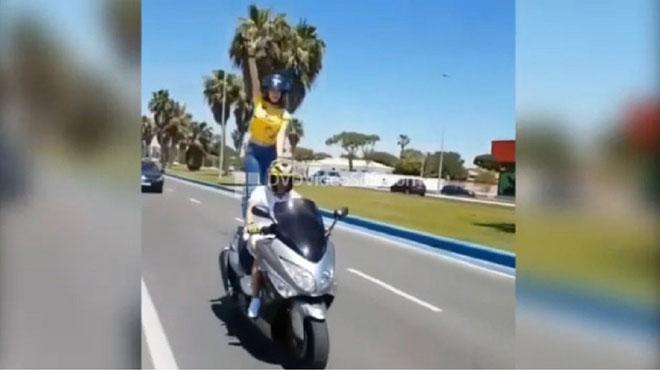 Investigada una parella que feia piruetes amb moto i les penjava a internet